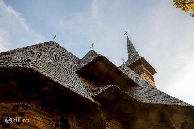 imbinare-de-la-biserica-de-lemn-din-ocna-sugatag-judetul-maramures.jpg