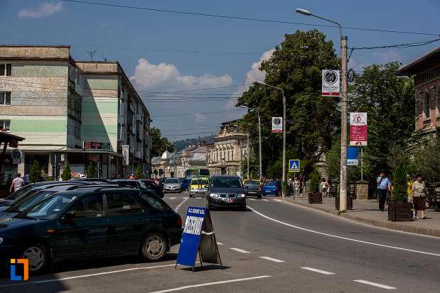 in-trecere-prin-orasul-campulung-moldovenesc-judetul-suceava.jpg