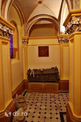 incapere-din-cripta-familiei-karolyi-de-la-manastirea-franciscana-sf-anton-din-capleni-judetul-satu-mare-2.jpg