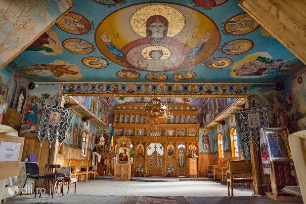 incinta-din-biserica-de-lemn-ortodoxa-din-baia-sprie-judetul-maramures.jpg