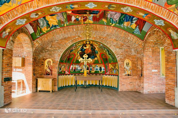 incinta-pictata-de-la-manastirea-sfiniii-apostoli-petru-si-pavel-din-bixad-judetul-satu-mare.jpg