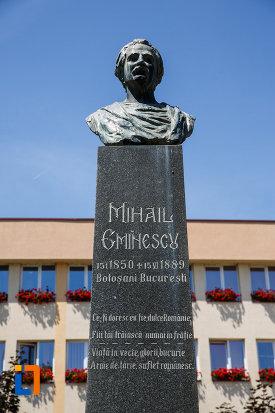 indcriptia-de-pe-bustul-lui-mihai-eminescu-din-sannicolau-mare-judetul-timis.jpg