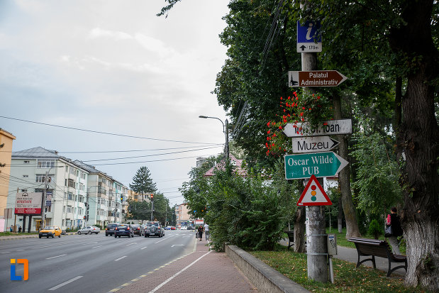 indicatoare-rutiere-si-turistice-din-orasul-suceava-judetul-suceava.jpg