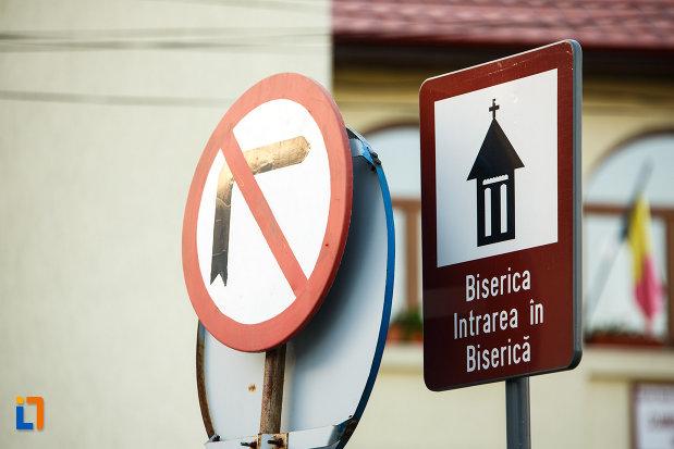 indicator-cu-biserica-veche-intrarea-in-biserica-din-horezu-judetul-valcea.jpg