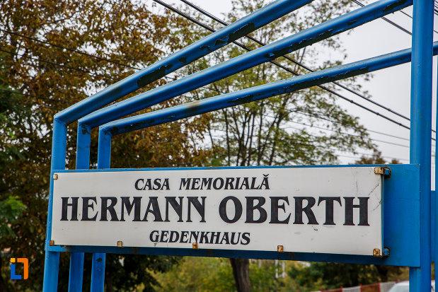 indicator-cu-casa-memoriala-hermann-oberth-din-medias-judetul-sibiu.jpg