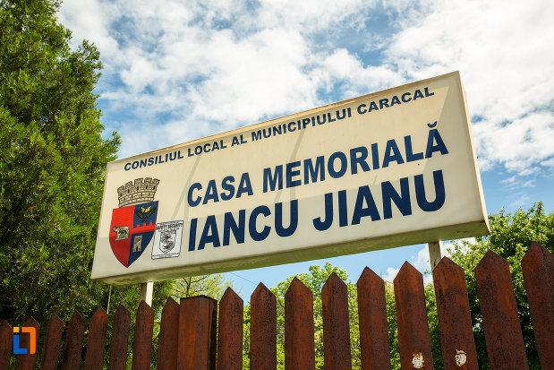 indicator-cu-casa-memoriala-iancu-jianu-din-caracal-judetul-olt.jpg