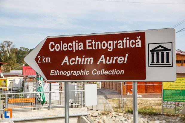 indicator-cu-muzeul-etnografic-achim-aurel-din-ocna-sibiului-judetul-sibiu.jpg