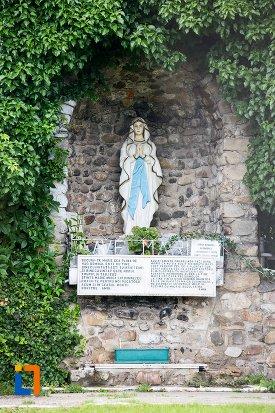 informatii-despre-biserica-romano-catolica-sf-francisc-de-assisi-din-targoviste-judetul-dambovita.jpg