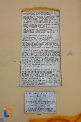 inscriptia-de-la-turnul-clopotnita-al-fostei-manastiri-franciscane-1820-din-targu-mures-judetul-mures.jpg
