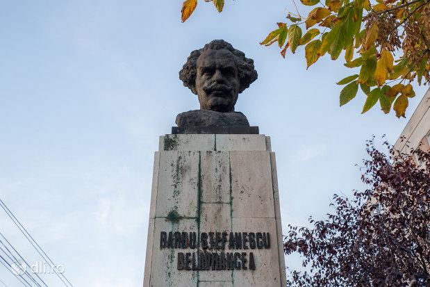 inscriptia-de-pe-bustul-lui-barbu-stefanescu-delavreancea-din-oradea-judetul-bihor.jpg