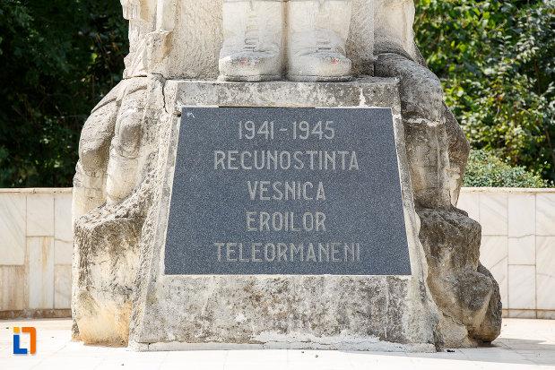 inscriptia-de-pe-monumentul-eroilor-cazuti-in-cel-de-al-doilea-razboi-mondial-din-alexandria-judetul-teleorman.jpg
