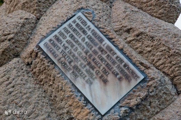 inscriptia-de-pe-monumentul-eroilor-cazuti-in-primul-razboi-mondial-din-oradea-judetul-bihor.jpg