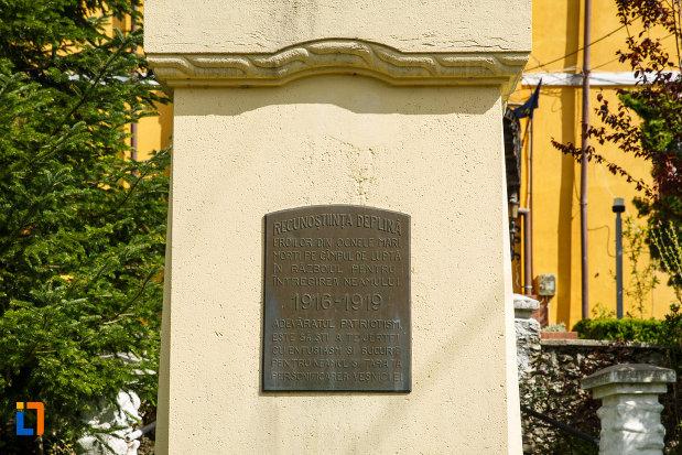 inscriptia-de-pe-monumentul-eroilor-din-ocnele-mari-judetul-valcea.jpg
