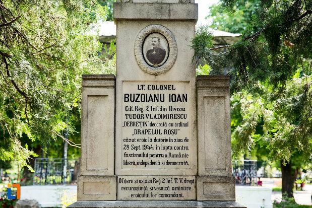 inscriptia-de-pe-monumentul-lui-buzoianu-ioan-din-ramnicu-sarat-judetul-buzau.jpg
