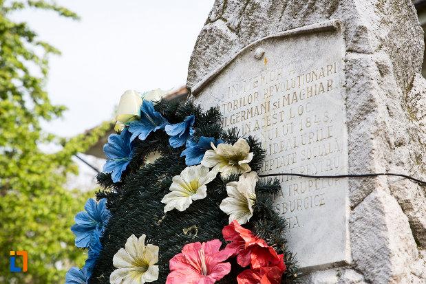 inscriptia-de-pe-obelisc-dedicat-revolutiei-de-la-1848-1850-din-bocsa-judetul-caras-severin.jpg