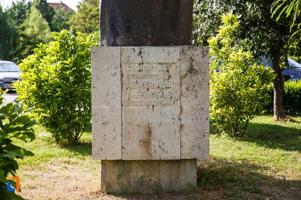 inscriptia-de-pe-statuia-pieta-din-timisoara-judetul-timis.jpg