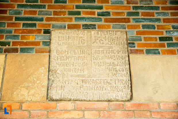 inscriptie-de-la-ansamblul-bisericii-sf-treime-din-craiova-judetul-dolj.jpg