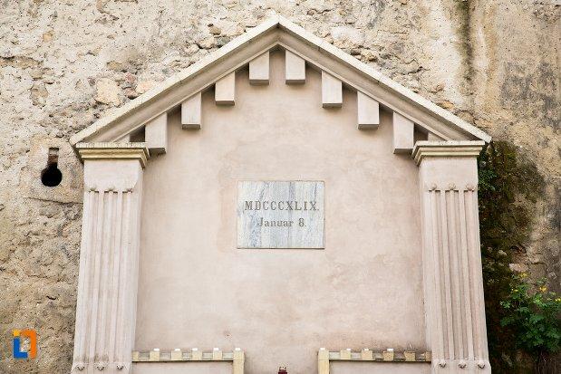 inscriptie-de-la-cetatea-aiudului-judetul-alba.jpg