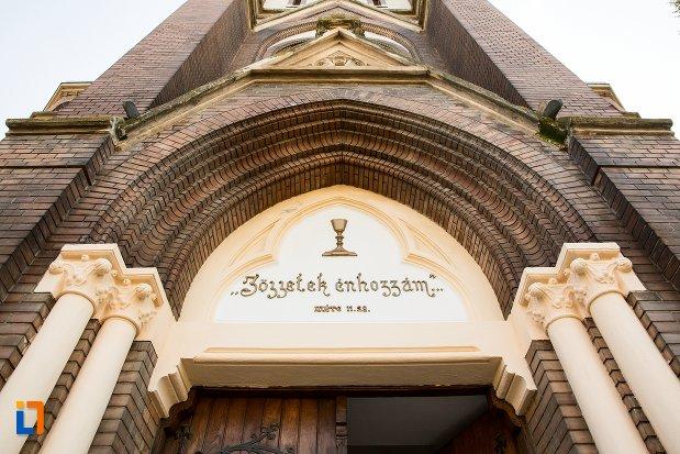 inscriptie-de-la-intrarea-in-biserica-evanghelica-din-1906-din-arad-judetul-arad.jpg