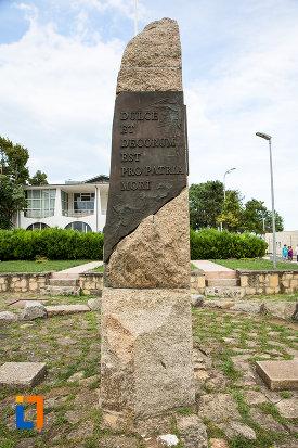 inscriptie-de-la-monumentul-eroilor-din-mangalia-judetul-constanta.jpg