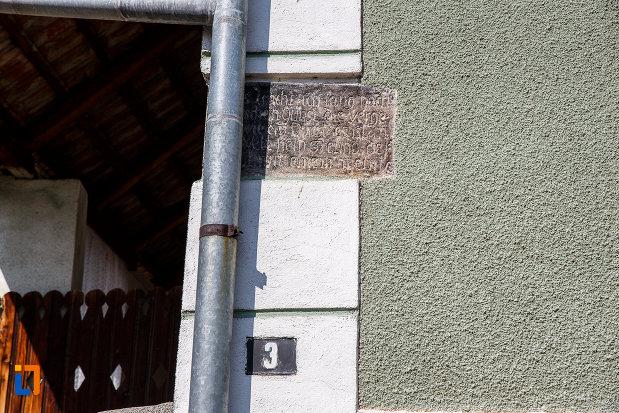 inscriptie-de-la-poarta-de-nord-a-cetatii-din-sebes-judetul-alba.jpg