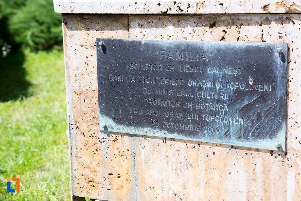 inscriptie-de-la-sculptura-familia-din-topoloveni-judetul-arges.jpg