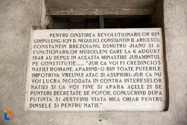 inscriptie-de-la-turnul-de-clopotnita-manastirea-negru-voda-din-campulung-muscel-judetul-arges.jpg