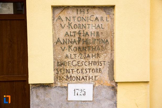 inscriptie-de-pe-biserica-romano-catolica-din-caransebes-1725-judetul-caras-severin.jpg