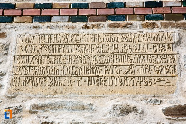 inscriptie-de-pe-biserica-sf-nicolae-din-1495-biserica-domneasca-din-dorohoi-judetul-botosani.jpg