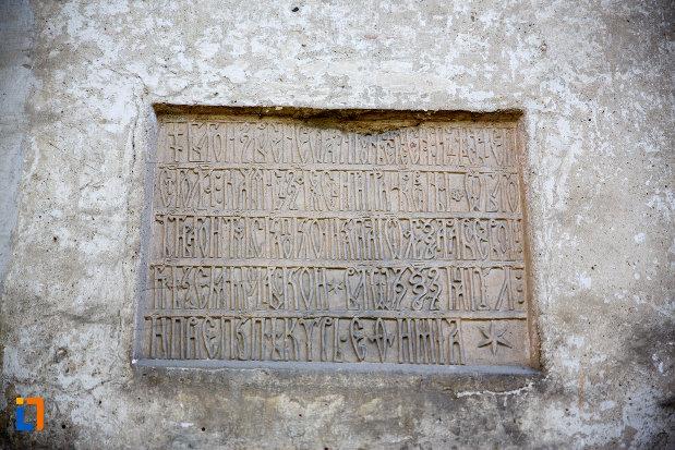 inscriptie-de-pe-biserica-sf-nicolae-din-radauti-judetul-suceava.jpg