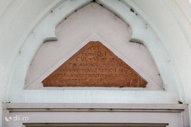 inscriptie-de-pe-biserica-sfanta-ana-si-manastirea-ursulinelor-din-oradea-judetul-bihor.jpg