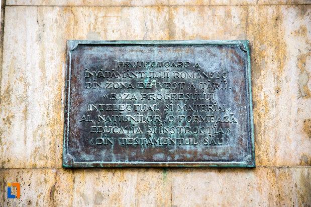 inscriptie-de-pe-bustul-elena-ghiba-birta-din-arad-judetul-arad.jpg