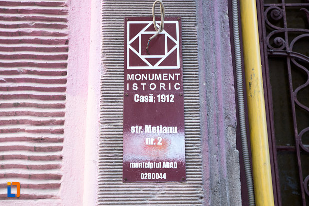 inscriptie-de-pe-casa-din-anul-1912-monument-istoric-din-arad-judetul-arad.jpg