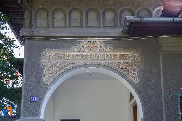 inscriptie-de-pe-casa-parohiala-din-campina-judetul-prahova.jpg