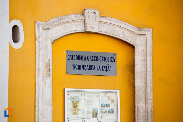 inscriptie-de-pe-catedrala-greco-catolica-schimbarea-la-fata-din-cluj-napoca-judetul-cluj.jpg