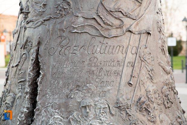 inscriptie-de-pe-clopotul-reintregirii-din-alba-iulia-judetul-alba.jpg