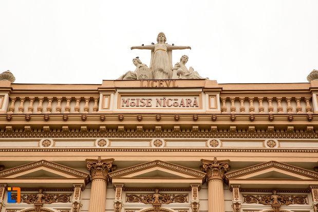 inscriptie-de-pe-fatada-de-la-cladirea-colegiului-national-moise-nicoara-din-arad-judetul-arad.jpg
