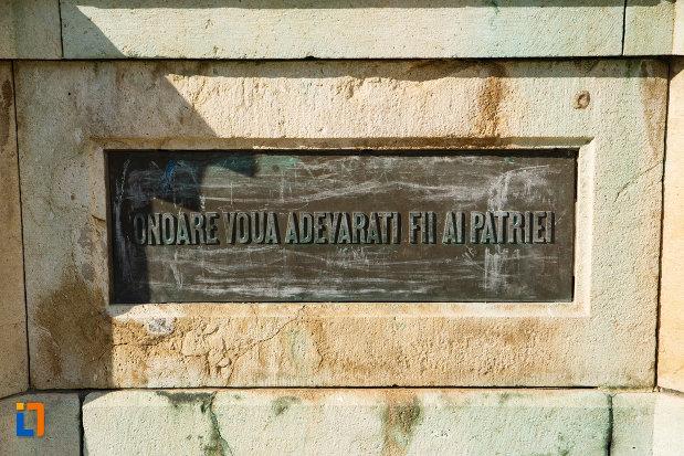inscriptie-de-pe-monumentul-eroilor-1916-1918-din-odobesti.jpg