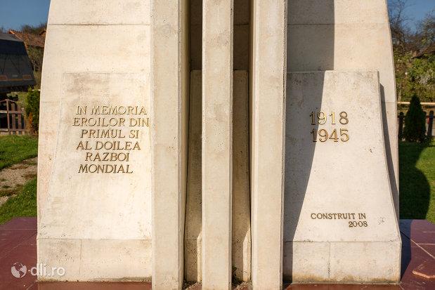 inscriptie-de-pe-monumentul-eroilor-din-criseni-judetul-salaj.jpg