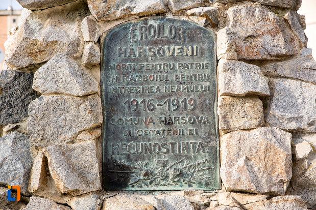 inscriptie-de-pe-monumentul-eroilor-din-harsova-judetul-constanta.jpg