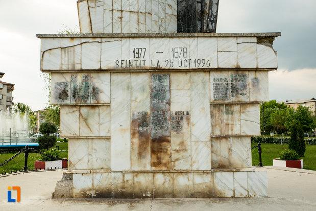 inscriptie-de-pe-monumentul-eroilor-din-motru-judetul-gorj.jpg
