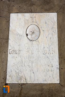 inscriptie-de-pe-monumentul-eroilor-din-pucioasa-judetul-dambovita.jpg