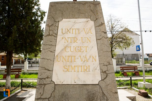 inscriptie-de-pe-monumentul-eroilor-din-teius-judetul-alba.jpg