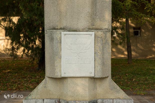 inscriptie-de-pe-monumentul-eroilor-francezi-din-oradea-judetul-bihor.jpg