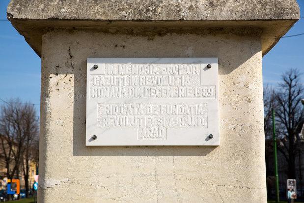 inscriptie-de-pe-monumentul-eroilor-revolutiei-din-1989-din-arad-judetul-arad.jpg
