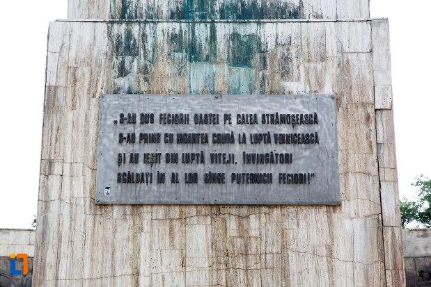 inscriptie-de-pe-monumentul-independentei-din-turnu-magurele-judetul-teleorman.jpg