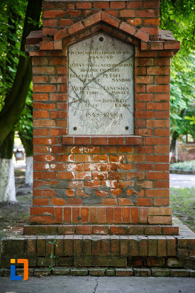 inscriptie-de-pe-monumentul-revolutiei-de-la-1848-din-jimbolia-judetul-timis.jpg