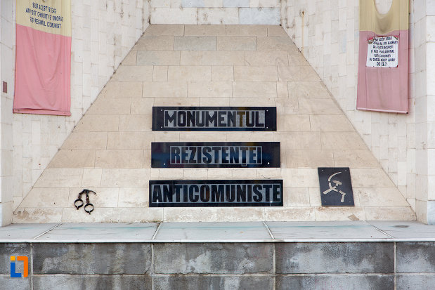 inscriptie-de-pe-monumentul-rezistentei-anticomuniste-din-cluj-napoca-judetul-cluj.jpg