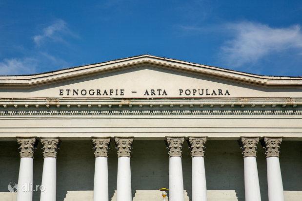 inscriptie-de-pe-muzeul-de-etnografie-si-arta-populara-din-baia-mare-judetul-maramures.jpg
