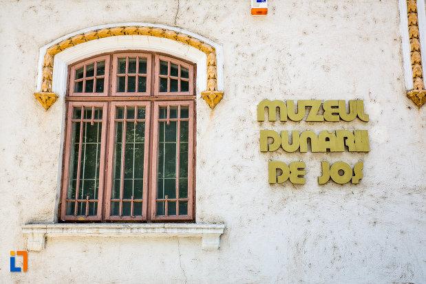 inscriptie-de-pe-muzeul-dunarii-de-jos-din-calarasi-judetul-calara.jpg
